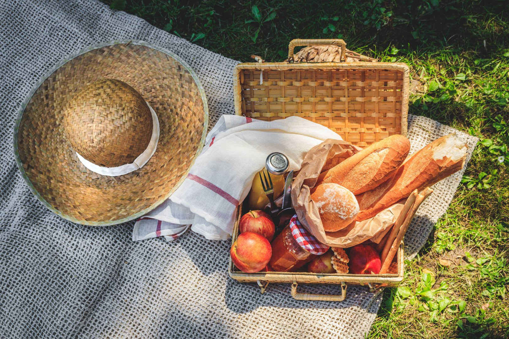 eats-family-picnic